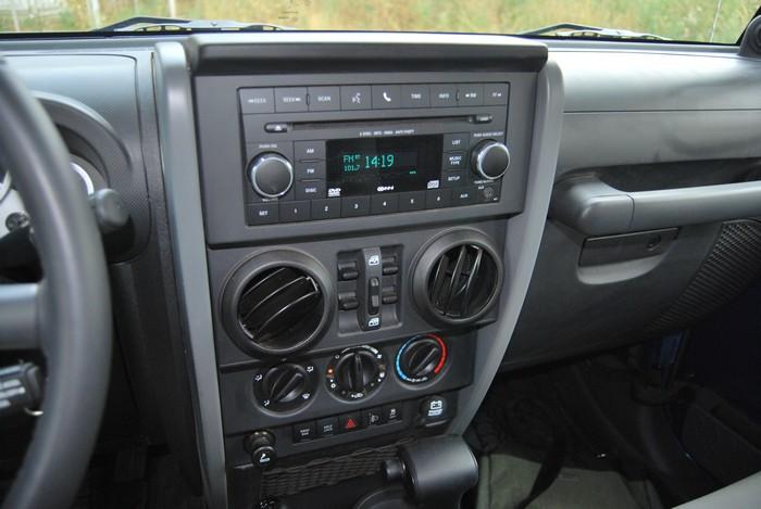 Jeep Wrangler мультимедийная система